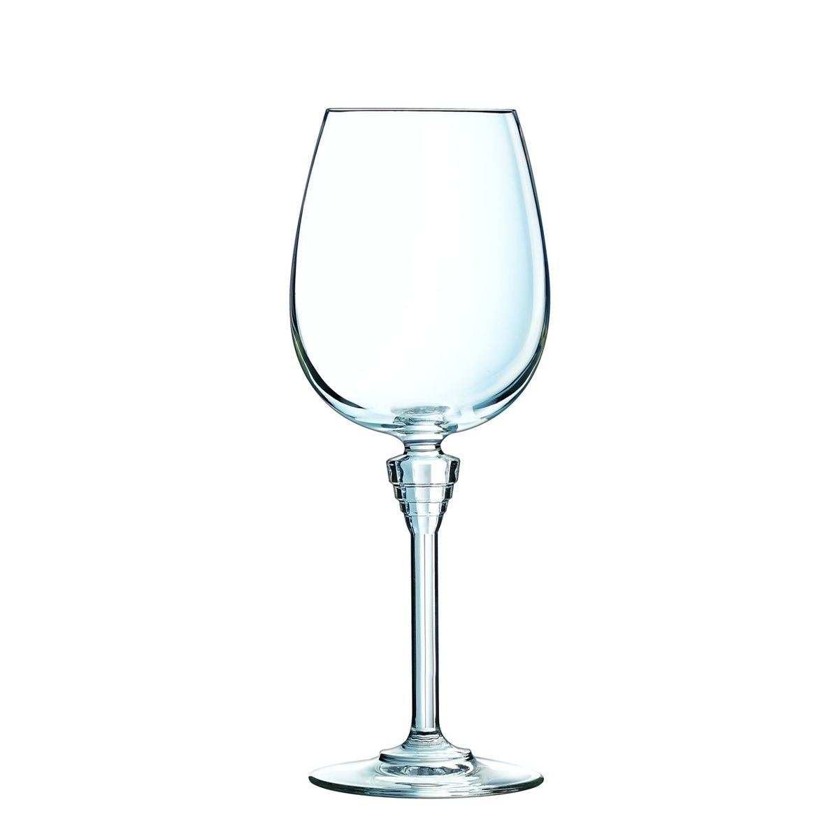 Набор бокалов для вина 450 мл. 6 шт.Набор из шести бокалов для вина AMARANTE от Cristal DArques станет главным украшением стола, будь это пышное торжество, скромный семейный праздник или романтический ужин. Бокалы объемом 450 мл типа «Бургундия» с формой чаши «баллон» выполнены из прочного материала – хрустального стекла, которое отличается своей прочностью – оно более устойчиво к ударам и царапиной. Инновационный материал экологичен в отличие от обычного хрусталя, в котором содержится высокое количество токсичного свинца. Хрустальное стекло благодаря уникальному составу исключительно прозрачно, и свой первоначальный блеск и кристальную чистоту, не желтея и не тускнея, сохраняет даже после пятисот циклов мойки в посудомоечной машине. Праздничный звон бокалов будет переливаться чистым и глубоким звуком, став лучшей музыкой вашего торжества. Бокалы для вина капсульной серии AMARANTE французского бренда Cristal DArques – это парижский шик и утонченность на вашем столе.<br>