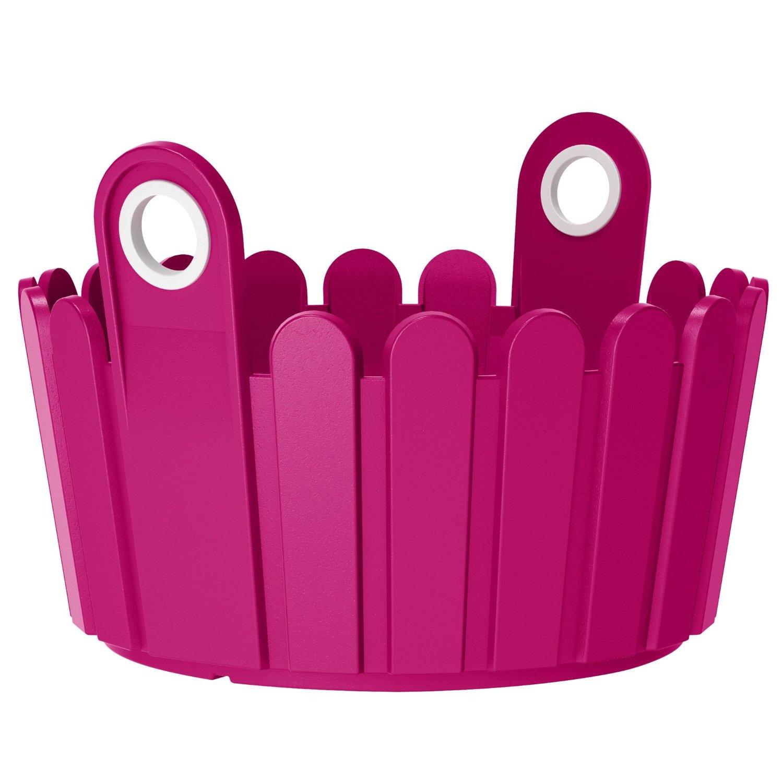 Кашпо LANDHAUS d30 см розовоеНемецкий бренд EMSA дарит жителям мегаполисов прекрасные аксессуары для дома и загородных домов, которые всегда радуют покупателей своим ярким и стильным дизайном и функциональностью. Кашпо из высококачественного пластика яркого розового цвета станет прекрасным украшением Вашего дома. Такой круглый ящик будет прекрасно смотреться на балконе. В нем можно легко высадить комнатные растения или рассаду для дачи.<br>