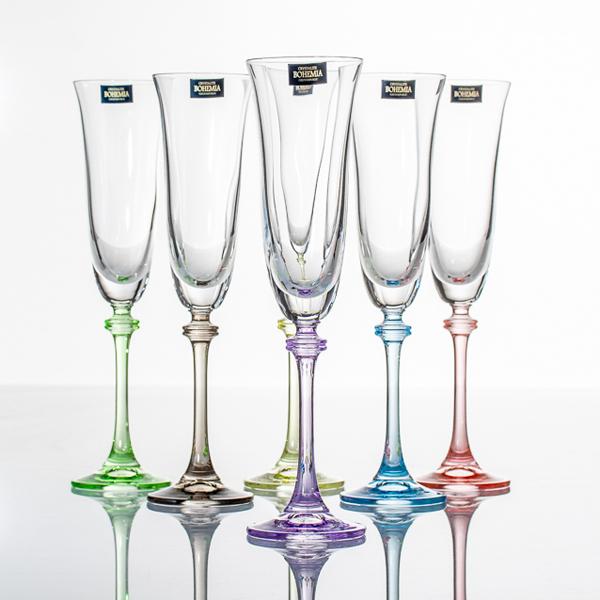 Набор бокалов д/шампанского 6 шт Арлекино цв.ножкаCrystalite Bohemia существует с 1967 года. Набор бокалов Арлекино непременно пригодится в каждом доме. Эту посуду можно использовать как ежедневно, так и для праздничного стола. Красивый дизайн и высокое качество - отличия данного набора.<br>