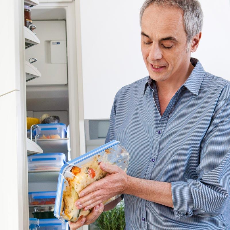 Контейнер стеклянный 1,3 л CLIP &amp; CLOSEПрямоугольный стеклянный контейнер CLIP &amp; CLOSE от EMSA идеально подходит для хранения продуктов, их транспортировки, заморозки, использования в СВЧ или духовке. Одним словом, он универсален.<br>