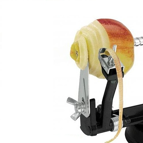 Машинка для очистки и нарезки яблок GEFUМашинка от немецкого бренда GEFU одновременно совмещает в себе три функции, она позволяет удалять сердцевину из фруктов, очищать фрукты и овощи от кожуры и нарезать их спиралью. Для использования прибора, нужно наколоть фрукт на штырь спирали и несколько раз повращать по часовой стрелке. Благодаря специальным присоскам на дне машинки, она не скользит по поверхности.<br>