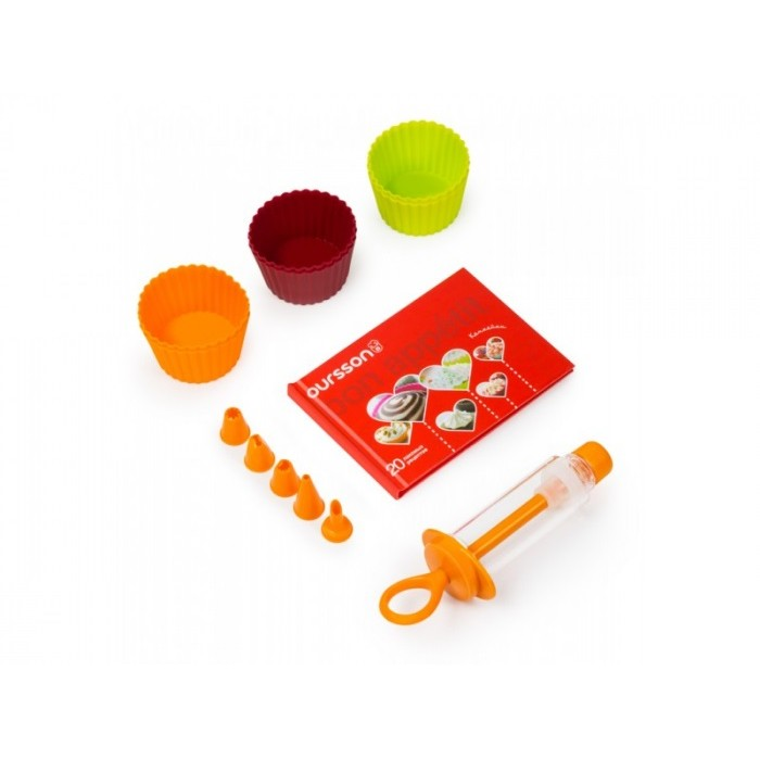Набор д/выпечки Капкейков: мини-формы 6шт + конд. шприц+ книга рецептовНабор для выпечки капкейков порадует Ваших детей разнообразной выпечкой. Формы изготовлены из силикона, который обладает антипригарными свойствами. Также в комплект входит кондитерский шприц с пятью насадками, Вы сможете украшать готовую выпечку разнообразными узорами.<br>