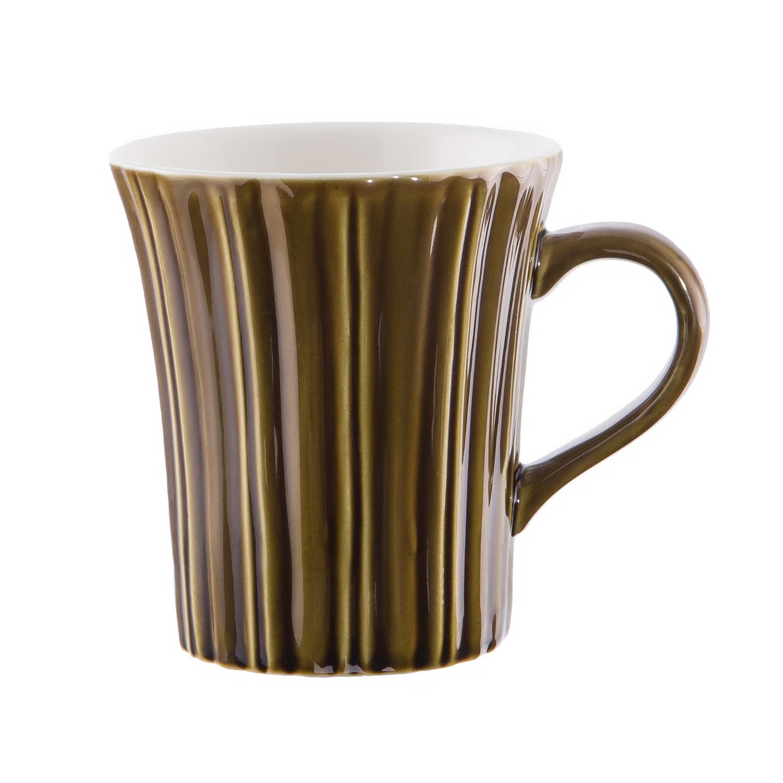 Кружка 9,5*10,5 см, зеленаяУдобным средством для чаепития дома и на работе станет кружка от известного производителя кухонной посуды Магиа Густо. Это качественное изделие из керамики, внешняя поверхность которого окрашено в приятный зеленый цвет. Глиняные стенки кружки долго сохраняют тепло напитков, при этом низкая теплопроводность материала предотвращает обжигание пальцев. Внутренняя поверхность кружки Магиа Густо покрыта слоем гладкой белой глазури. Этот материал термостоек и легко отмывается.<br>