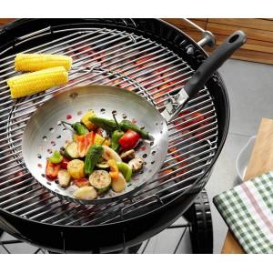 Вок д/овощей со съемной ручкой, ?28 смGefu создает профессиональные аксессуары для кухни, чтобы готовка дома превращалась в целое искусство. На протяжении 70 лет бренд дарит хозяйкам по всему миру лучших помощников для кухни! Вок для овощей поможет быстро приготовить полезный ужин на гриле. Удобная ручка позволит Вам поджарить овощи даже просто на углях. Вок легко мыть и хранить. Никакого особого ухода не требуется.<br>