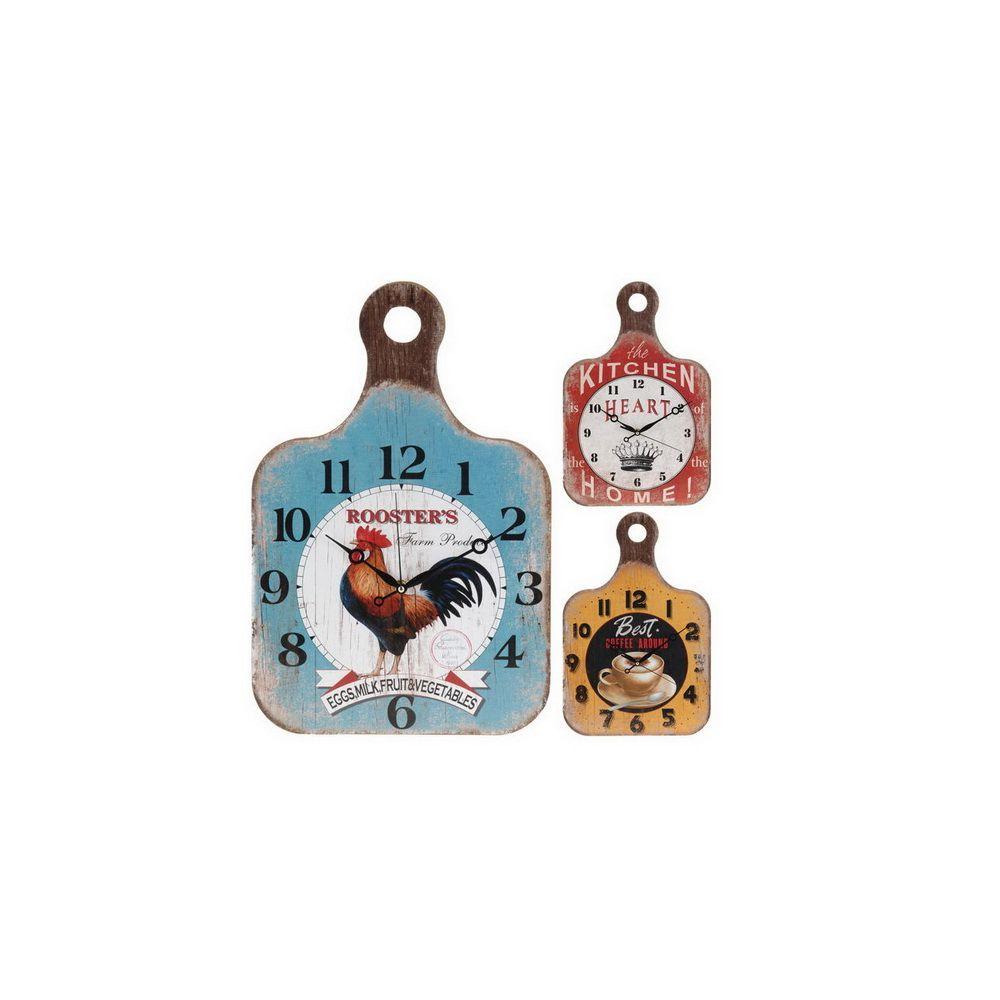 Часы настенные в форме разделочной доскиДекоративные настенные часы послужат украшением интерьера кухни, столовой или веранды. Такой декоративный элемент можно преподнести в качестве презента или подарка на праздник. Они изготовлены из экологически чистого и натурального материала – дерева, который безопасен, не токсичен, а также легко поддается чистке и мытью. Часы имеют форму небольшой разделочной доски с нанесенным краской циферблатом с разнообразными рисунками в нескольких цветовых вариантах. Работают на батарейках.<br>