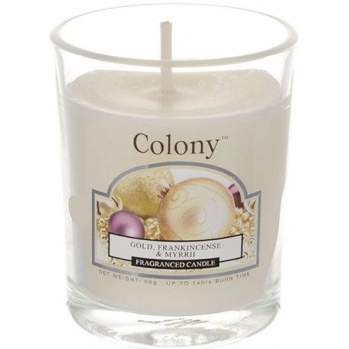 Свеча ароматическая лампадная Новогодняя карамельАроматическая свеча имеет в составе смесь ароматов ванили, мирры, ладана, сливочной помадки и цветущего жасмина. Свеча помещена в стеклянный стакан, который не нагревается и ее можно использовать на любой поверхности.<br>