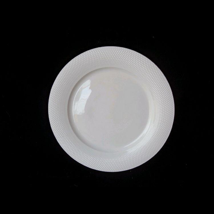 TUDOR ENGLAND Royal Sutton Тарелка десертная 20 смФарфор Tudor England – идеальное посудное решение для любой семьи или ресторана благодаря доступной цене, отличному внешнему виду и высокому качеству, прочности и долговечности, привлекательному дизайну и большому ассортименту на выбор. Важным преимуществом является возможность использования в микроволновой печи, духовке (до 280 градусов) и мытья в посудомоечной машине. Линейка Tudor Ware производилась с 1828 года, поэтому фарфор Tudor England является наследником традиций, навыков и технологий ушедших поколений, что отражается в каждой из наших фарфоровых коллекций.<br>