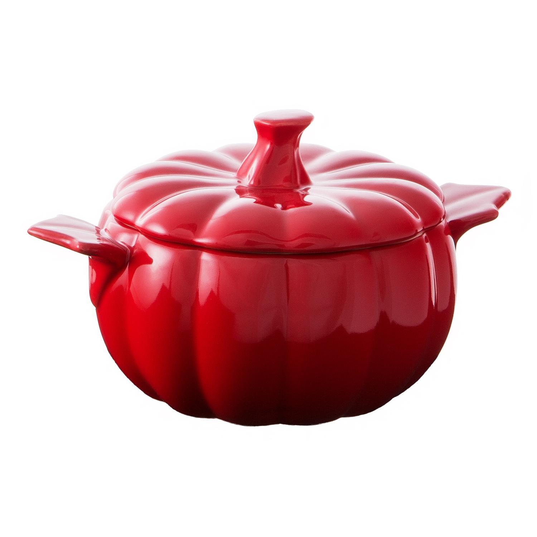 Набор мини кастрюль «Тыква» красный, оранжевыйЭтот набор мини кастрюль станет не только оригинальным дополнением дизайна интерьера кухни, но и важной функциональной составляющей арсенала домашнего кулинара. Эту керамическую посуду можно использовать с любым типом печей (духовки, микроволновые печи, конвекционные панели) и с металлическими половниками или лопатками.Кастрюли выполнены в виде двух довольно реалистичных тыкв. Такой неординарный дизайн определенно понравится детям и суп, поданный в такой красивой посуде они будут есть с большим удовольствием.<br>