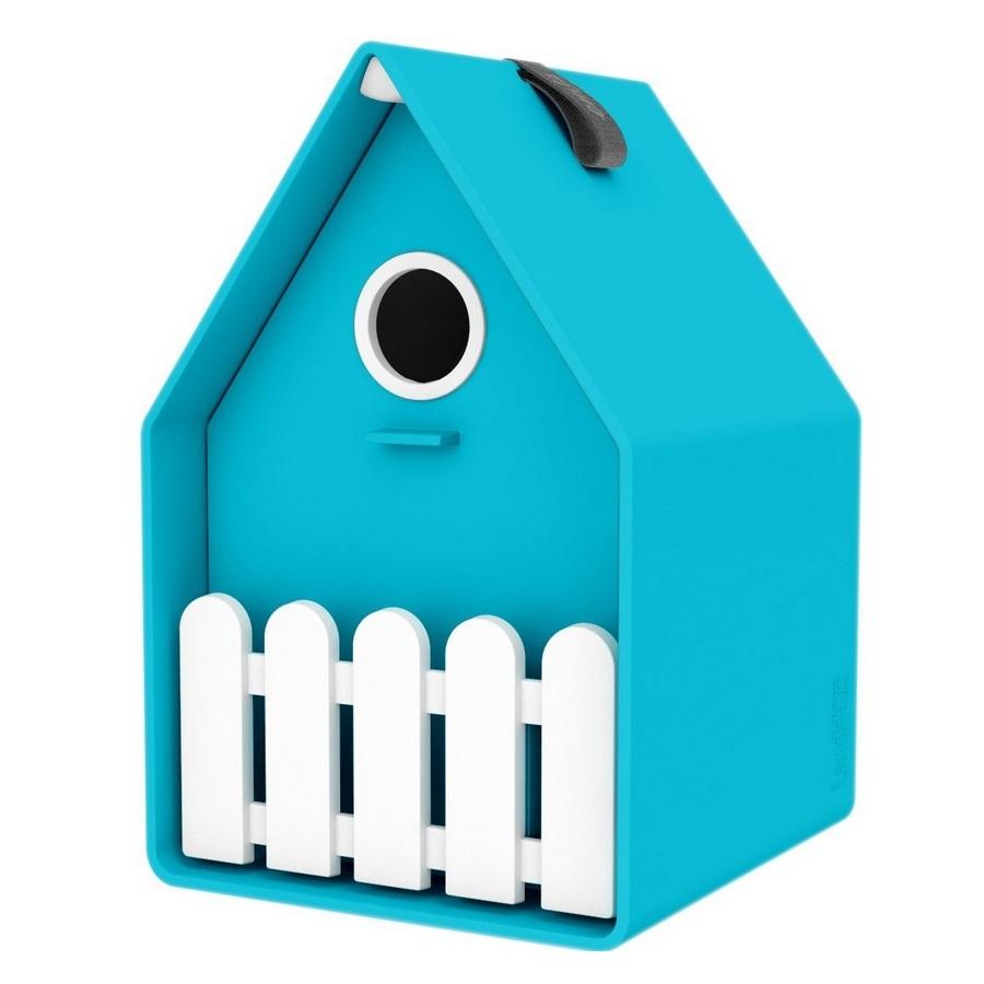 Скворечник LANDHAUSСкворечник от компании Emsa яркий, красивый и качественный. Он легко моется, подходит для большинства садовых птичек. Имеется двойной пол и отверстия для вентиляции в крыше. Он украсит ваш сад и подарит радость вам и вашим детям.<br>