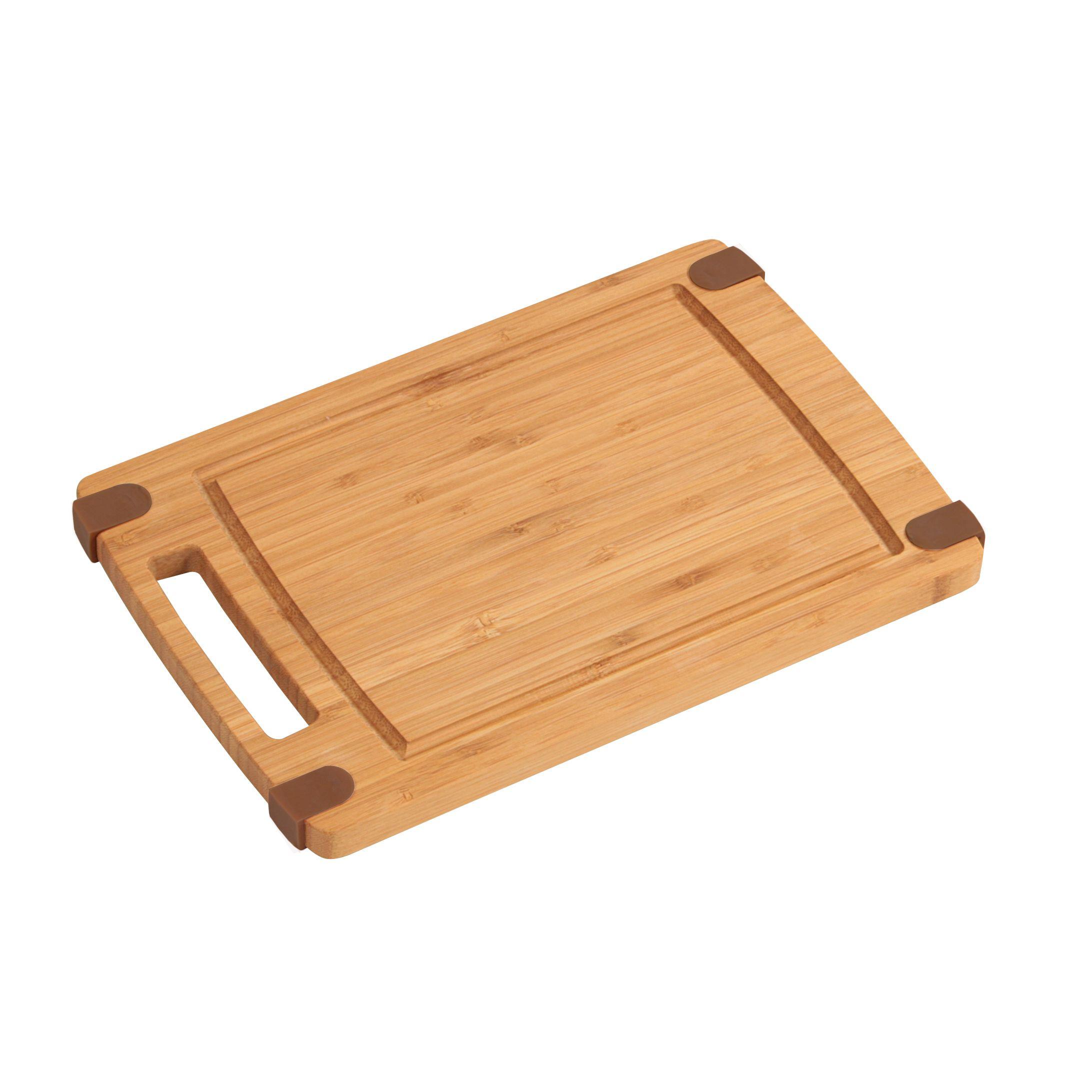 Доска разделочная 32х21х1,6 смДоска разделочная Кеспер – отличный выбор для любой кухни, поскольку она изготовлена из натурального бамбукового дерева. Такое решение позволит сохранить остроту металлических ножей. Разделывать большинство продуктов значительно удобнее на деревянной поверхности, чем на металлической или пластиковой. Доска Кеспер – оптимальный выбор для разделки мяса и овощей. Это экологичное изделие, за которым просто ухаживать. Деревянная доска эстетично выглядит и может служить украшением интерьера кухни.<br>