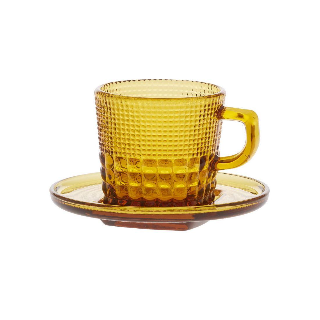 Чашка с блюдцем кофейная Royal drops, янтарьЧашка с блюдцем кофейная Роял дропс представляет собой стильную пару в оригинальном и ярком дизайне. Она станет настоящим украшением вашего стола и подойдет как для повседневного использования, так и для торжественных случаев, для дома и офиса, а также для кафе и баров. Модель выполнена из усиленного цветного стекла с необычным рельефным декором. Толстое стекло эффективно сохраняет первоначальную температуру напитка. Оптимальный объем модели подойдет как для эспрессо, так для американо. Чашка с блюдцем кофейная Роял дропс – лучший выбор для ценителей кофе и чаепитий.<br>