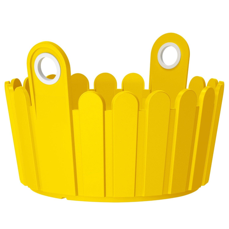 Кашпо LANDHAUS d30 см желтоеНемецкий бренд EMSA дарит жителям мегаполисов прекрасные аксессуары для дома и загородных домов, которые всегда радуют покупателей своим ярким и стильным дизайном и функциональностью. Кашпо из высококачественного пластика солнечного желтого цвета станет прекрасным украшением Вашего дома. Такой круглый ящик будет прекрасно смотреться на балконе. В нем можно легко высадить комнатные растения или рассаду для дачи.<br>