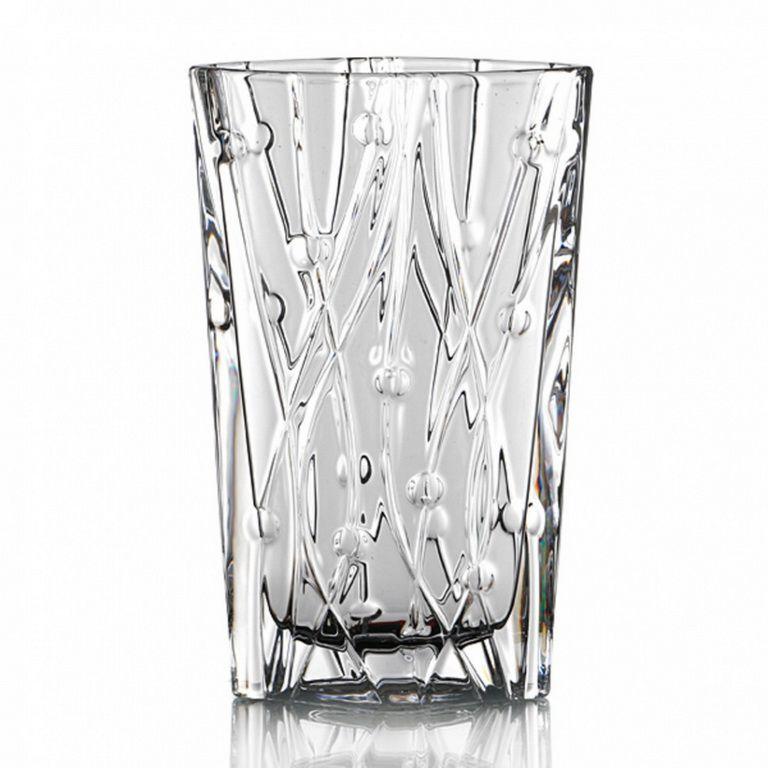 Ваза ЛабиринтВаза «Лабиринт», выполненная из знаменитого чешского стекла, станет изюминкой в интерьере и привлечет внимание своим ненавязчивым торжественным дизайном. Блеск, прозрачность и загадочный узор из плавных линий не надоедят владельцам вазы и запомнятся их гостям. Модель может стать прекрасным украшением мебели, включая стол, как сама по себе, так и с букетом роскошных цветов. Изделие не занимает много места благодаря оригинальной форме, напоминающей раскрытый карман. Кроме того, оно легко моется и долго сохраняет свои изначальные характеристики.<br>