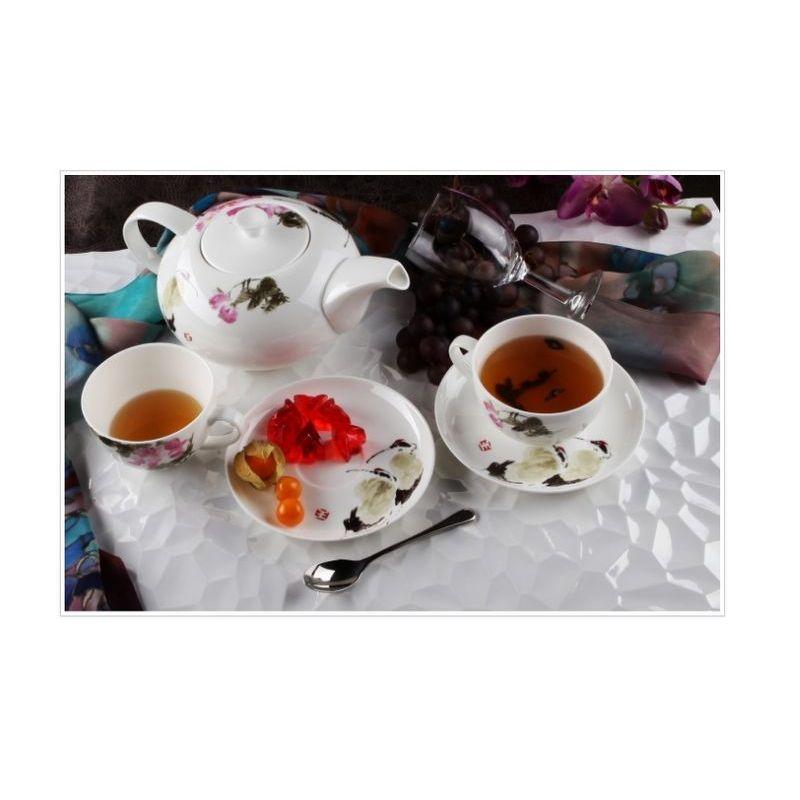 Сервиз чайный Дикая роза арт 140 на 13 предмКостяной фарфор Royal Aurel отличается повышенной прочностью и стойкостью к истираниям. Подойдет как для ценителей классического, так и современного дизайна.<br>