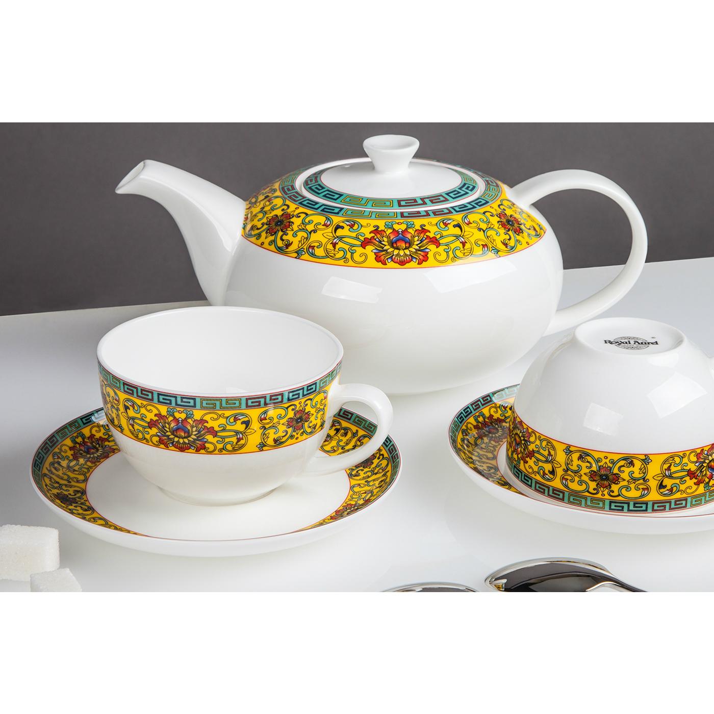 Сервиз чайный ВосторгПроизводитель мирового уровня «Royal Aurel» - это сочетание королевских традиций, китайской рецептуры и современных тенденций дизайна, которые воплощены в эксклюзивных наборах фарфоровой посуды. Для производства используется прочный костяной фарфор и белая глина, за счет чего достигаются исключительные белизна и прозрачность. Сервиз чайный «Восторог» это яркая и необычная посуда, которая поможет создать идеальную праздничную атмосферу, а также вызовет восхищение у Ваших гостей. Привычная для производителя изысканность деталей, простота форм и типичная для костяного фарфора белизна станут лучшим украшением праздничного стола. Кроме того, сервиз может стать отличным подарком, за счет своей презентабельной и функциональной упаковки.<br>