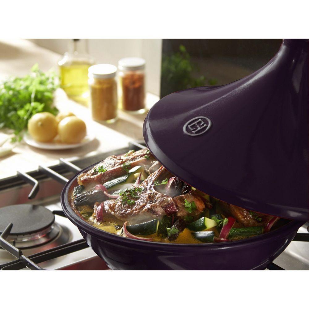 Тажин  II  3,5л, 32 см ,цвет: инжирТажин II - современная модель, которая используется для плиты или духового шкафа. Эргономичная конструкция оснащена конусообразной крышкой, которая позволяет конденсировать пар для приготовления нежного мяса, рыбы, овощей и других продуктов. Модель рассчитана на 6 порций и подойдет для готовки ужина на всю семью. Тажин можно помещать в духовку, она эффективно распределяет тепло внутри и сохраняет его, не боится высоких температур. Модель из керамики прослужит владельцу не один год. Посуду можно помещать в посудомоечную машину или мыть самостоятельно - она сохранить цвет и первозданный внешний вид.<br>