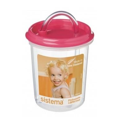 Детская чашка с трубочкойSistema Plastics существует более 30 лет, производит качественную, эргономичную и безопасную посуду для ежедневного использования. Детская чашка найдет свое место на каждой кухне и непременно понравится вам и вашему ребенку. Внимание! Заранее выбрать цвет не представляется возможным.<br>