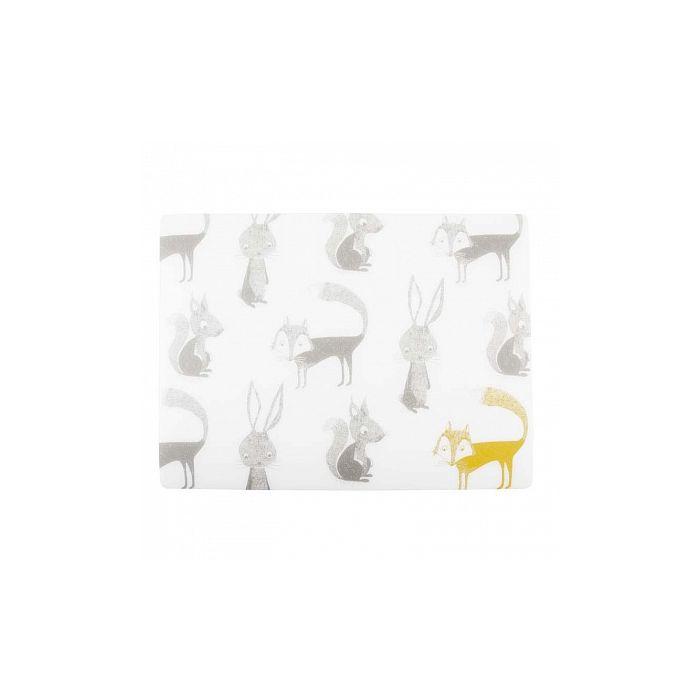 Салфетка под тарелку ANIMALSУниверсальная салфетка под тарелку ЭНИМАЛЗ - изделие, которое придется по душе как взрослым, так и детям. Модель, выполненная в нейтральной цветовой гамме, украшена забавными аппликациями: лиса, белка, зайчик. Изделие отлично впишется в любой интерьер кухонного помещения и станет стильным аксессуаром. Изделие, изготовленное из хлопка, отличается надежностью и устойчивостью к повреждениям. Стильная деталь обладает небольшими размерами и не займет много места. Современная модель не вызывает сложностей в использовании и уходе, легко отчищается от загрязнений вручную или в стиральной машине.<br>