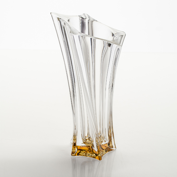 Ваза ЙокоCrystalite Bohemia существует с 1967 года. Ваза Йоко непременно пригодится в каждом доме. Её можно использовать как ежедневно, так и для праздничного стола. Красивый дизайн и высокое качество - отличия данной вазы.<br>
