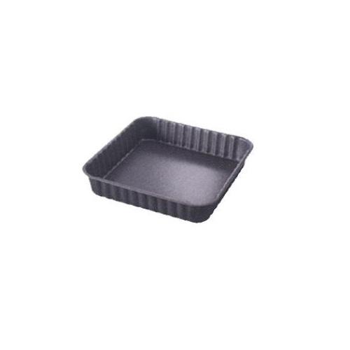 Форма квадратная для пирога PATISSERIE 24*24 смФорма PATISSERIE от Ballarini - блюдо для запекания в духовом шкафу пирогов, запеканок и других кулинарных блюд. Модель имеет квадратную форму, невысокие стенки и рифлёный край. Металлическая форма выполнена из литого алюминия, поэтому выдерживает перепады температуры, устойчив к ударам. Посуда равномерно прогревается и хорошо удерживает тепло. Итальянская компания Ballarini выпускает качественную посуду с антипригарным покрытием из литого алюминия или меди для приготовления пищи: сковородки, формы для выпечки, сотейники, которые выполнены в утончённом и сдержанном современном стиле, поэтому готовить в такой посуде одно удовольствие.<br>