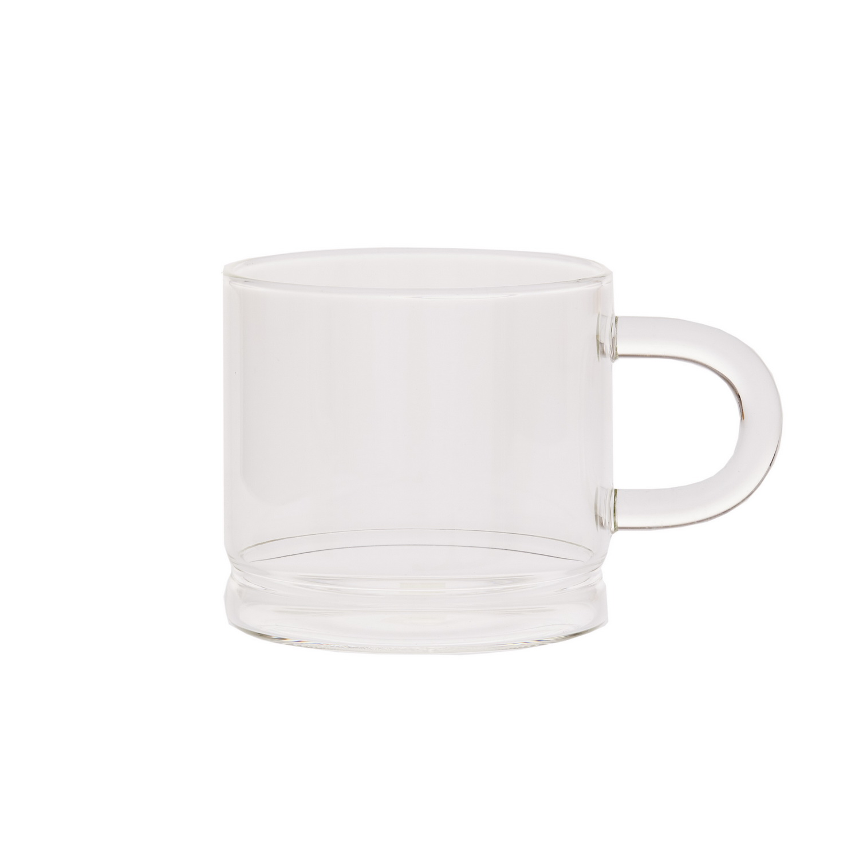 Кружка стеклянная 420 мл.Стеклянная кружка, созданная известным производителем кухонной утвари Магиа Густо, обладает привлекательным современным дизайном. Она изготовлена из прозрачного стекла, что позволяет любоваться цветом напитка, а толстые стенки и дно емкости дольше сохраняют тепло кофе или чая. Форма кружки удобна, она оснащена полукруглой стеклянной ручкой круглого сечения. Эта емкость станет оптимальным выбором как для дома, так и для офиса. Стекло – долговечный и гигиеничный материал, оно легко отмывается.<br>
