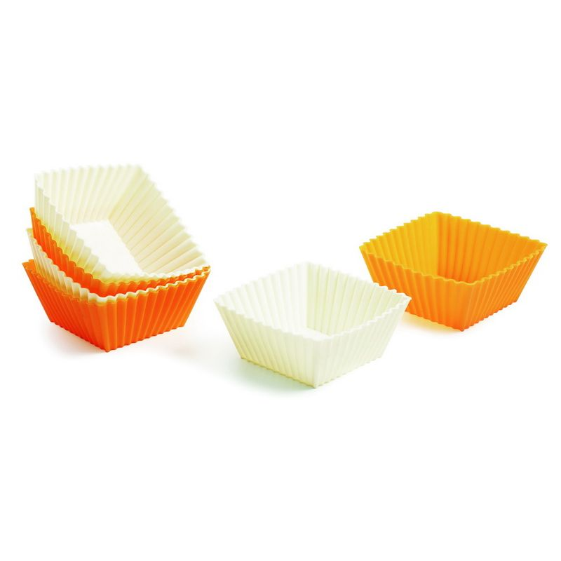 Набор форм для выпчки кексов квадратные силиконовые 6 штВостребованный в хозяйстве набор форм для выпечки кексов, выполнен в классической форме. Использование качественного силикона, устойчивого к воздействию высоких температур, гарантирует хорошо пропеченное тесто, в конце вы не столкнетесь с подгоревшим дном или краями. Из-за эластичности материала испеченное кондитерское изделие легко извлекается из формочки, для следующей закладки теста достаточно лишь ее протереть, смазывать вторично маслом поверхность не нужно. Хранить набор форм для выпечки кексов несложно, они вставляются одна в одну, не занимая много места в кухонном шкафу.<br>