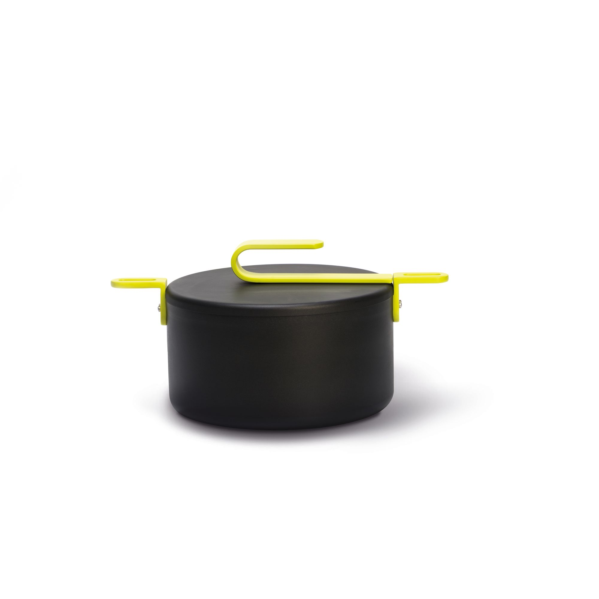 Кастрюля с алюминевой крышкой HOOK 20 смКачественное антипригарное покрытие PLUSTEK by TVS, стойкое к царапинам и истираниюКорпус из толстого алюминия для наилучшей теплопроводностиСтальные ручки и рукоятки с эксклюзивным дизайномИдеально удобное подвешивание благодаря ручкам и серийным комплектующимКрышки из алюминияПодходит для всех типов плит, в том числе индукционныхВсе антипригарные покрытия TVS не содержат никеля, тяжелых металлов и ПФОАГарантия 5 летДизайн от Карим Рашида<br>