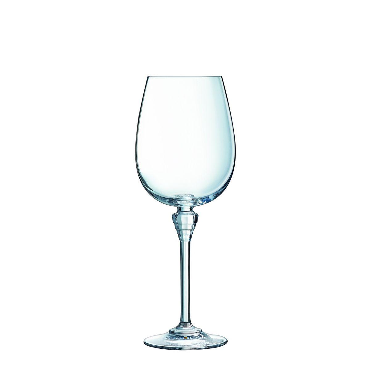 Набор бокалов д/вина 6 шт 350 млНабор из шести бокалов для вина AMARANTE от Cristal DArques – это отражение безупречного вкуса. Идеальные пропорции, вдохновленные стилем ар-деко, делают эти бокалы прекрасным украшением семейного торжества и романтической встречи, которые запомнятся в том числе волшебной игрой бликов на ободках бокалов. Набор будет радовать вас своей долговечностью: выполненные из материала прочнее и прозрачнее хрусталя бокалы, более устойчивы к ударам и царапинам, нежели хрусталь и даже после 500 моек в посудомоечной машине не теряют своего кристального блеска и непревзойденной чистоты. Благодаря этому материалу – сверхпрочному хрустальному стеклу вы услышите необычайно чистый и прозрачный звук - звон бокалов станет настоящей музыкой. Оцените вкус вина подобно профессиональным дегустаторам, которые как раз таки пользуются бокалами формы «баллон». Набор бокалов из капсульной коллекции AMARANTE бренда Cristal DArques – это выбор настоящих эстетов, чьи торжества всегда проходят на высоте.<br>