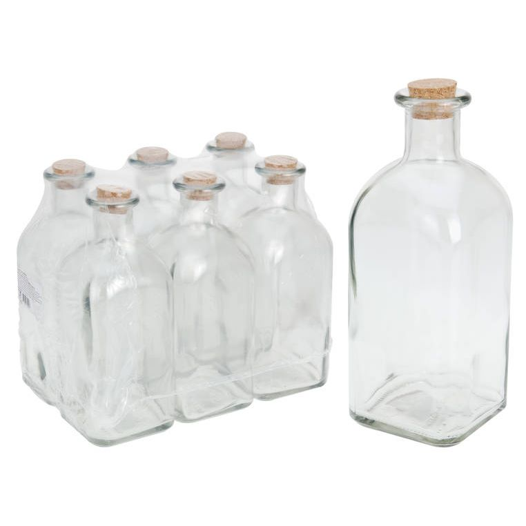 Бутылка с крышкой 1лВинтажная бутылка с квадратным дном, узким горлышком и плотно притертой пробкой изготовлена из прозрачного стекла. Внешний вид бутылки напоминает старинные запыленные бутыли из испанских винных погребов, поэтому в ней прекрасно будет смотреться домашнее вино, а также сок или масло. Натуральная пробка сохранит вкус, букет и аромат любимого напитка в лучшем виде. Благодаря квадратному донышку несколько бутылок можно компактно расположить на полках кладовки или кухонного шкафа.<br>