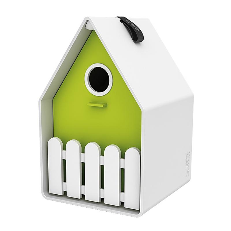 Скворечник LANDHAUSСкворечник от компании Emsa яркий, красивый и качественный. Он легко моется, подходит для большинства садовых птичек. Имеется двойной пол и отверстия для вентиляции в крыше. Он украсит ваш сад и подарит радость вам и вашим детям. Размер: 15х24 см. Цвет: Белый/зеленый.<br>