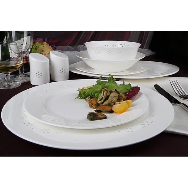 Столовый сервиз Севилья на 27 предметовБренд Royal Aurel уже много лет производит только качественную посуду, в идеальном соотношении цены и качества. Производитель всегда строго следит за стандартами качества и безопасностью продукции.  Столовый сервиз «Севилья» на 27 предметов — яркий пример. Сочетание эстетики, прочности, стойкости и безупречного исполнения идеально подходит для любого вида застолья, будь то красочные фуршеты или же тихие семейные посиделки.<br>