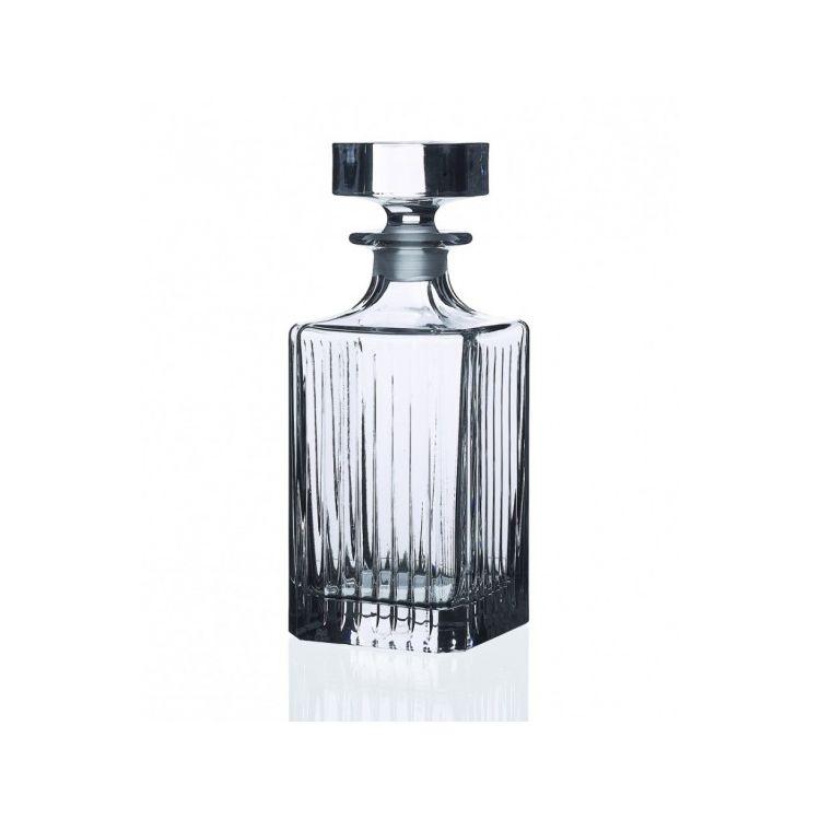 Графин для виски 750 мл. TIMELESSГрафин для виски Таймлесс в стильном и современном дизайне выполнен в классической форме и оснащен стеклянной крышкой-пробкой. Модель выполнена из высокопрочного толстостенного стекла, которое изготавливается без добавления токсичных веществ, таких как свинец. Это делает емкость абсолютно безопасной для хранения пищевых продуктов. Графин не только станет функциональной посудой для хранения виски, но и элегантным украшением для сервировки праздничного стола. Графин для виски Таймлесс станет удачным выбором и для дома, и для ресторанов и баров, а также прочих заведений.<br>