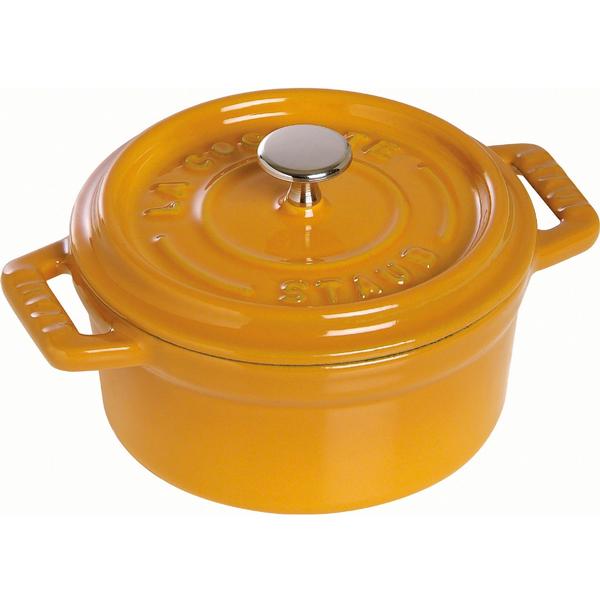 Кокот круглый STAUB д.28 см; 5,85 л горчичныйКокотница от компании STAUB разработано с учетом традиций в изготовлении кухонной посуды и использования современных технологий. Кокот, круглой формы, предназначен для приготовления горячих закусок, муссов, запеканок, жульенов, также в нем можно подавать соусы и приправы. Материал изготовления – чугун, который не только отлично удерживает тепло, позволяя равномерно его распределить по всей поверхности, но и не деформируется от длительного нагревания и повышает свои антипригарные свойства. Посуду от STAUB можно использовать во всех типах духовок и плит. Диаметр: 28 см; объём: 5,85 л.<br>