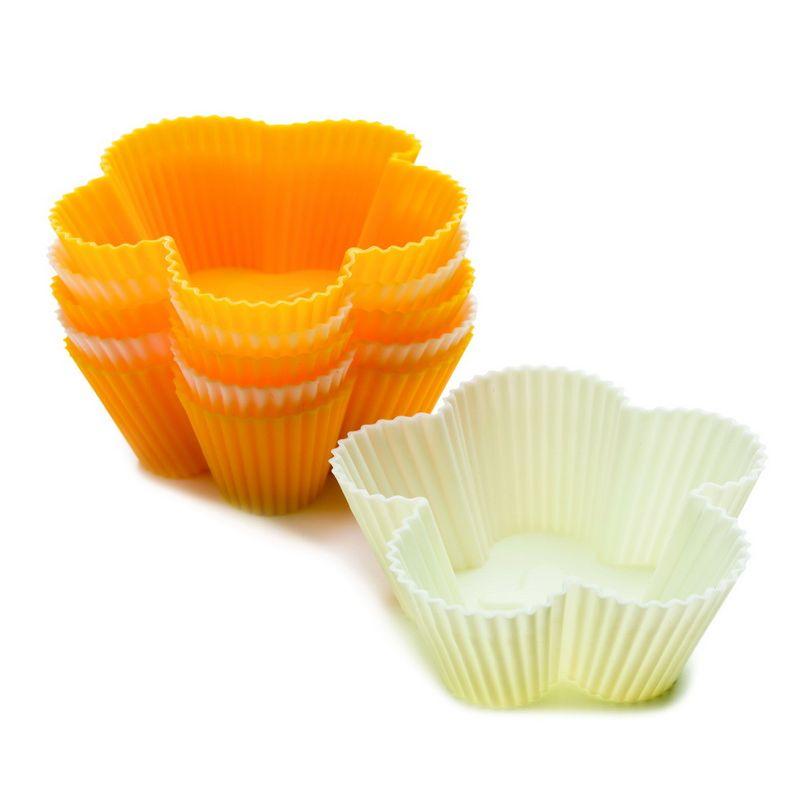 Набор для выпечки кесов цветок, 6 шт размерНабор для выпечки кексов «цветок» понравится своим оригинальным исполнением. Формы сделаны из безвредного для здоровья силикона. Их покрытие отличается антипригарным свойством, эластичностью. Помещенное внутрь тесто отлично пропекается, не позволяя получить на выходе сырую середину. Выпеченные цветочные кексы без особого труда извлекаются путем выгибания формочки. В ней ничего не пристает ко дну. Качественный набор для выпечки кексов не имеет едкого запаха. Такое приспособление долго прослужит хозяйке, которая любит радовать близких вкусными мучными изделиями. Хранить набор не сложно, ввиду небольших габаритов он компактно вместится среди другой кухонной утвари.<br>
