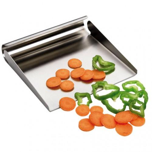 Совок д/нарезанных овощей и фруктов 15*15*3Совок для нарезанных овощей испанского бренда IRIS - это легкий и инновационный способ забросить заготовки в кипящий бульон. Это позволит вам обезопасить себя от попадания брызг на кожу и одежду, а также сделает процесс готовки более гармоничным и удобным. Совок легко хранить, он не требует специального ухода. Высококачественная нержавеющая сталь сохранит данный аксессуар в ваших помощниках на долгие годы.<br>