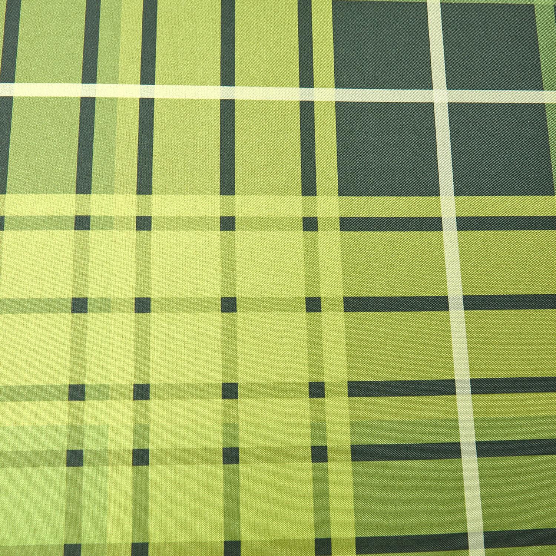 Скатерть Quadrill ГабардинСкатерть Quadrill украшена классическим клетчатым орнаментом. Она прекрасно будет выглядеть на любой кухне и понравится тем, кто предпочитает геометрические орнаменты, а не конкретные рисунки. Приятный зеленый цвет хорошо сочетается с деревянным оформлением, либо может стать ярким акцентом на однотонной светлой кухне.Лучший материал для скатертейГабардин – это невероятно прочная, и одновременно с этим мягкая ткань. Она отлично ложится на стол, слабо пропускает влагу, а если вдруг запачкается – ее легко постирать в обычной стиральной машинке. В нашем магазине Cookhouse вы можете купить скатерть Квадрилл Магиа Густо по выгодной цене.<br>