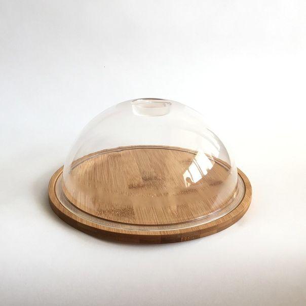 ТортницаТортница - эргономичная подставка для кондитерских изделий - тортов, пирогов пирожных и других. Изделие состоит из подставки, изготовленной из экологически чистого бамбука, и стеклянной крышки-купола. Модель отличается простотой использования и ухода - изделие можно мыть в теплой воде со средством. Крышка плотно прилегает к деревянному подносу, обеспечивая полную герметичность. Модель отличается привлекательным дизайном и будет удачно смотреться как при повседневной сервировке стола, так и на праздничном застолье. Тортница отличается прочностью и прослужит владельцу не один год.<br>