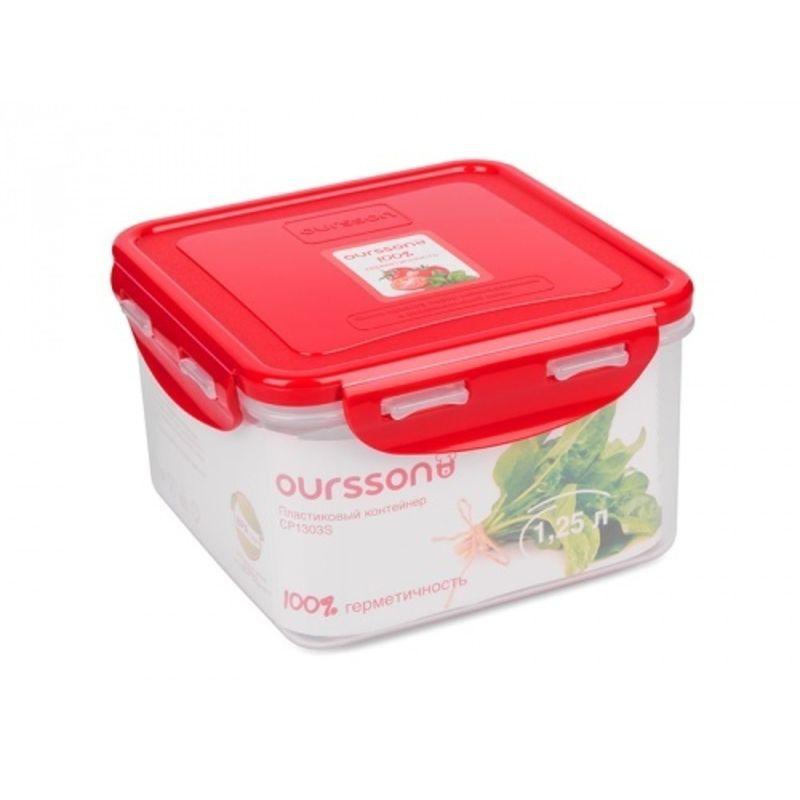 Контейнер пластиковый, герметичный 1,25 л.Пластиковый контейнер от компании Oursson позволит сохранить готовые блюда в сохранности долгое время. Модель объемом 1,25 л снабжена крышкой – благодаря системе замков-клипс она надежно удерживает внутри емкости и сыпучие продукты, и жидкости. Несмотря на это, переворачивать контейнер с супом внутри не стоит. Модель пригодится не только для доставки обеда на работу. В ней также удобно хранить готовые блюда в холодильнике – благодаря 100% герметичности контейнера запахи от других продуктов не проникнут внутрь и не испортят аромат пищи.<br>