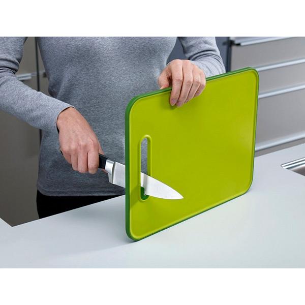 Доска разделочная с ножеточкой Slice &amp; Sharpen™ большая зеленая лаймТовары бренда Joseph Joseph - это всегда креатив, интересный, неповторимый дизайн и качеcтвенный материал. Они станут незаменимым гаджетом на каждой кухне и придут на помощь всем хозяйкам. Разделочная доска с ножеточкой изготовлена из высококачественного и прочного пластика. Не требуют специального ухода.<br>
