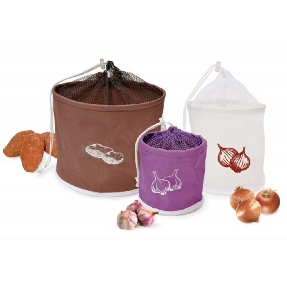 Набор сумок для хранения картофеля, лука и чеснока из брезентовой ткани с сеткой на кулискеНабор цилиндрических сумок  создан для хранения таких овощей как картофель, лук, чеснок. Изготовлен из высокопрочного полиэстра. Все сумки  выполнены в форме цилиндра и декорированы рисунком, оснащены вентиляционными вставками и укомплектованы самозатягивающимся шнурком.<br>