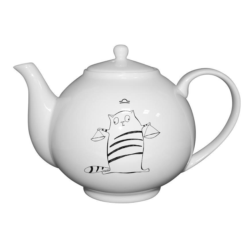 Чайник Кот-весы, 1000 млЧайник Кот-весы - современная модель от мирового бренда фарфоровой посуды. Чайник идеально подойдет для заваривания различных чайных сортов. Модель использовать в микроволновой печи для подогрева. Изделие изготовлено из костяного фарфора, который отлично переносит перепады температуры.  Модель не вызывает сложностей в использовании и уходе, может мыть теплой водой со средством.<br>