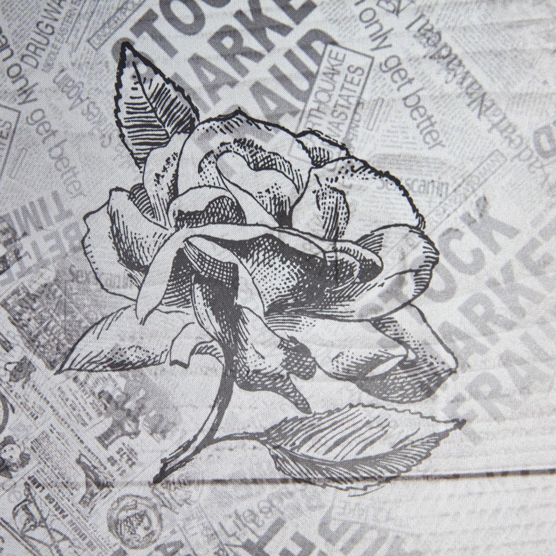 Скатерть  Journal Габардин 140x180Скатерть Journal Габардин станет элегантным и неординарным акцентом в интерьере кухни или столовой. Необычный принт в виде старинных газетных листов великолепно подходит как для городской квартиры, так и для дачи или тематического кафе. Смелый и современный дизайн привнесет в атмосферу помещения домашний уют и очарование прошлого, удачно сочетаясь с интерьерами в стиле винтаж или кантри. Модель предназначена для прямоугольных столов среднего размера, прошита по краям и изготовлена из прочного и плотного материала. Скатерть Журнал Габардин Магиа Густо проста в уходе и легко очищается обычными средствами.<br>