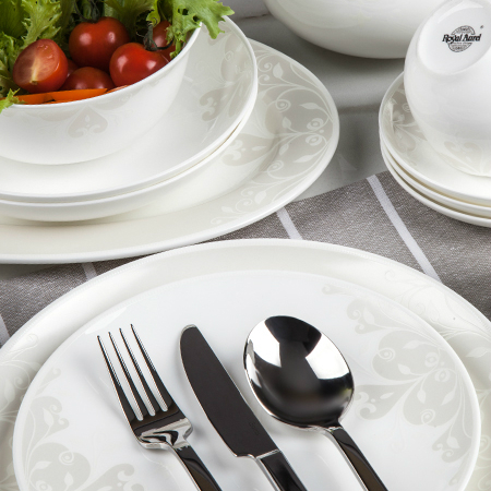 Сервиз столовый ГрацияПроизводитель мирового уровня «Royal Aurel» - это сочетание королевских традиций, китайской рецептуры и современных тенденций дизайна, которые воплощены в эксклюзивных наборах фарфоровой посуды. Для производства используются прочный костяной фарфор и белая глина, за счет чего достигаются белизна и прозрачность. Сервиз «Грация» полностью оправдывает свое название. Простой дизайн подчеркивает легкость и белоснежность фарфоровых изделий. Любая хозяйка может рассчитывать на успех, если на ее столе появится такой изысканный столовый сервиз.<br>