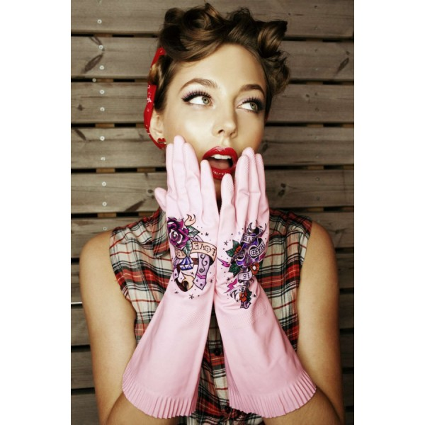 Перчатки хозяйственныеХозяйственные перчатки TRUEGLOVE изготовлены из латекса с оригинальным рисунком. Благодаря этим перчаткам унылая и обыденная домашняя работа превратится в увлекательное приключение.<br>
