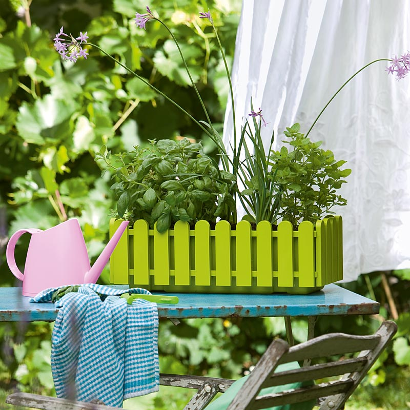 Кашпо LANDHAUS 50см, голубоеEMSA создает разнообразные товары для дома, дарящие комфорт и уют. Качественное и красивое кашпо - отличный подарок каждой женщине. Длинна 50см, цвет - Голубой.<br>