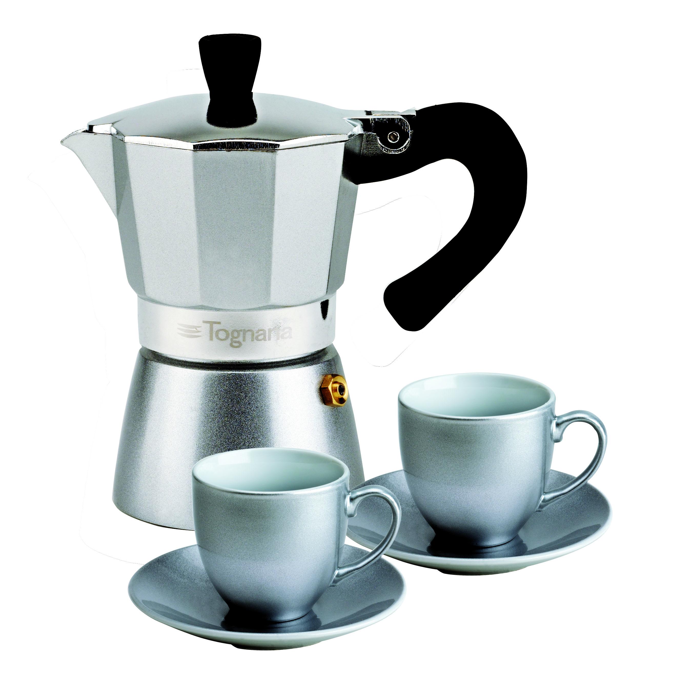 Набор для кофе 3 предмета GRANCUCINA (кофеварка гейзерная на 2 чашки+ 2 чашки с блюдцами) сереброНабор для кофе GRANCUCINA выполнен в технологичном стиле и органично дополнит интерьер кухни. Ценители вкусного кофе смогут легко сварить любимый напиток в гейзерной кофеварке, объем которой рассчитан точно на две чашки.Качество в стиле хай-текКачественные материалы, из которых изготовлены предметы набора, способны долгое время сохранять свой внешний вид и функциональность. Цвет кофеварки и чашек подобран так, чтобы предметы удачно смотрелись в любой обстановке. Купить набор для кофе Гранкучина Тоньяна по доступной цене легко, оформив заказ на интернет-странице магазина Cookhouse. Приятным бонусом для вас станет бесплатная доставка в пределах Москвы и Санкт-Петербурга (сумма заказа от 4 тысяч рублей) и в другие регионы РФ (товары на сумму от 7 тысяч рублей).<br>