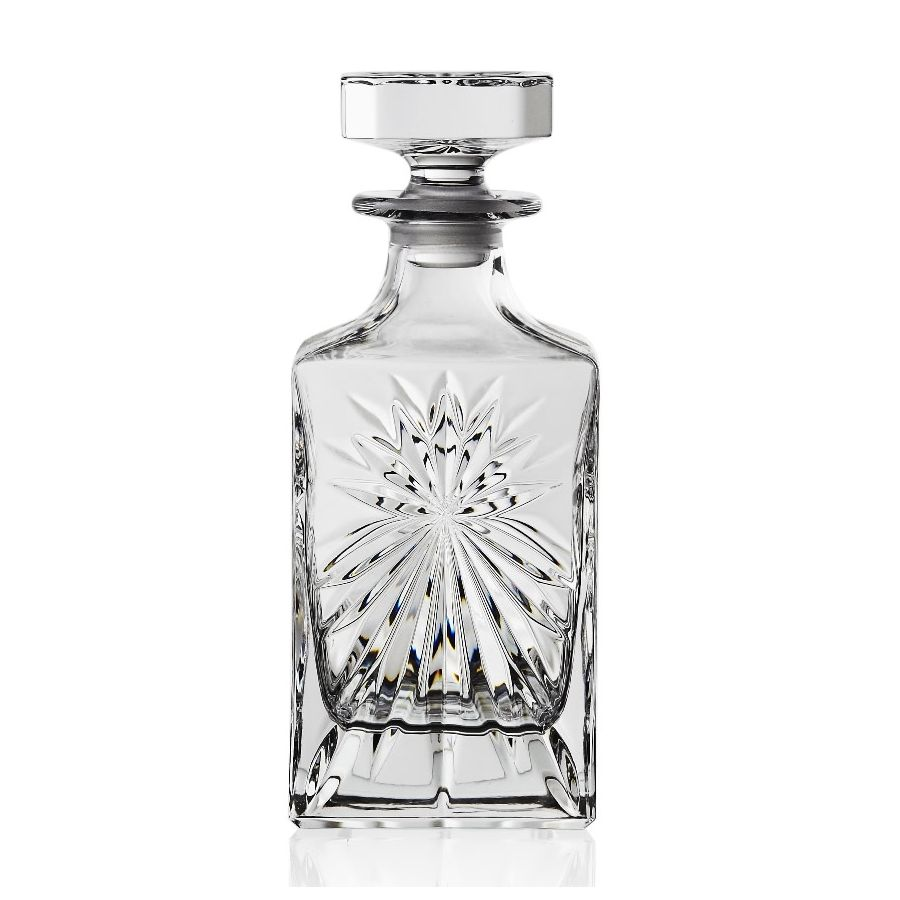 Графин д/виски OASIS 850 млГрафин для виски Оазис предназначен для хранения и сервировки благородных крепких напитков. Он имеет элегантный и стильный дизайн, классическую форму и граненые стенки, которые изящно преломляют свет. Изделие комплектуется крышкой-пробкой, изготовленной из стекла. Такое высокопрочное толстостенное стекло обеспечивает долговечность эксплуатации, а применение современных технологий дает возможность исключить содержание в стекле свинца и прочих токсичных веществ. Графин для виски Оазис станет настоящим украшением праздничного стола дома, а также будет отличным выбором для баров, ресторанов и прочих заведений.<br>