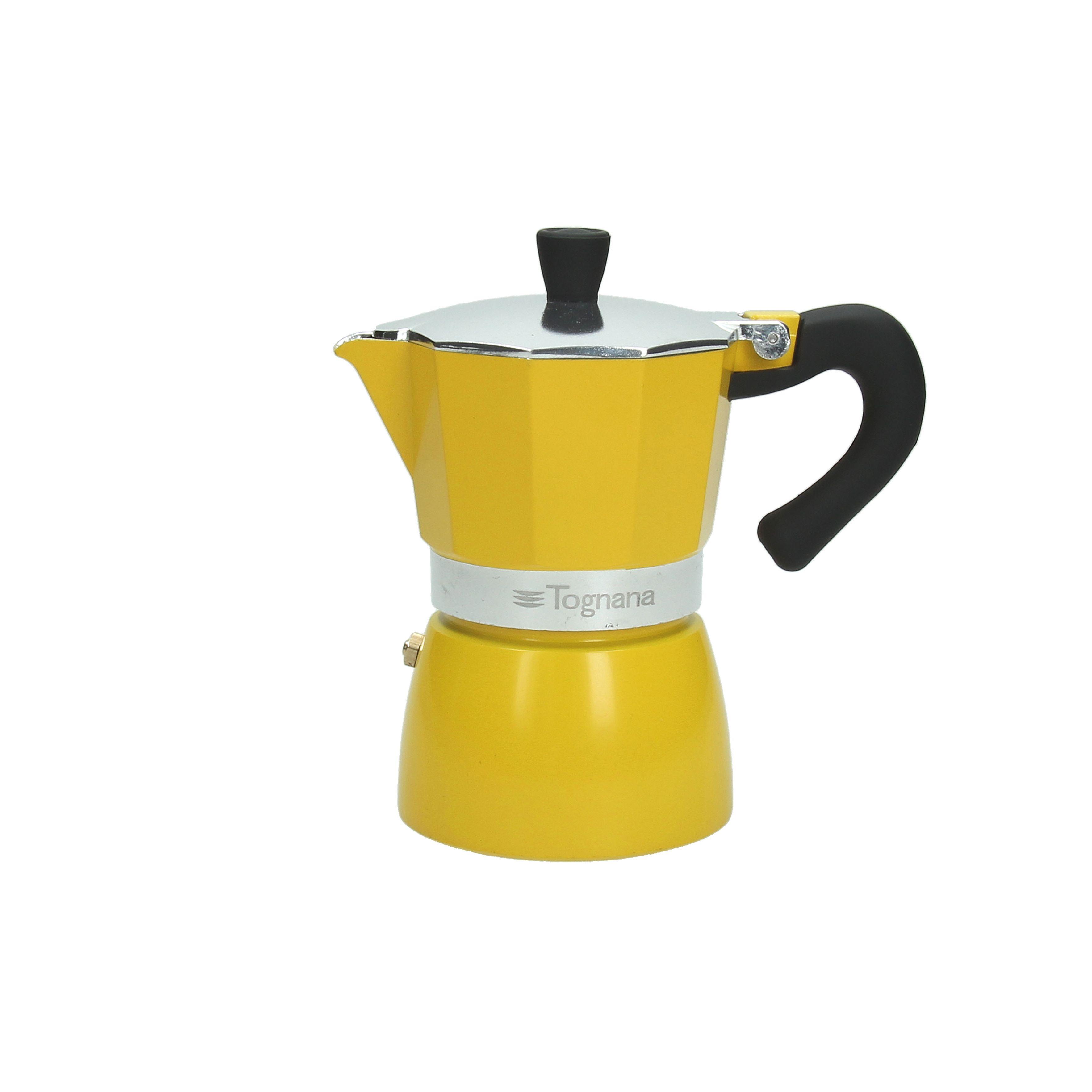 Кофеварка гейзерная на 3 чашки GRANCUCINA YELLOWКофеварка гейзерная на 3 чашки Гранкучина станет незаменимым атрибутом для каждого ценителя качественно приготовленного кофе. Представленные модели изготавливаются из прочного алюминия и пластика. Эти материалы надежно защищают от случайных повреждений, что способствует долгому сроку службы изделий. Кофеварки работают по принципу гейзерного приготовления с помощью пара, благодаря чему напиток получается особенно вкусным и насыщенным. Разнообразные расцветки позволят вам подобрать изделие, оптимально подходящее к интерьеру кухни.<br>