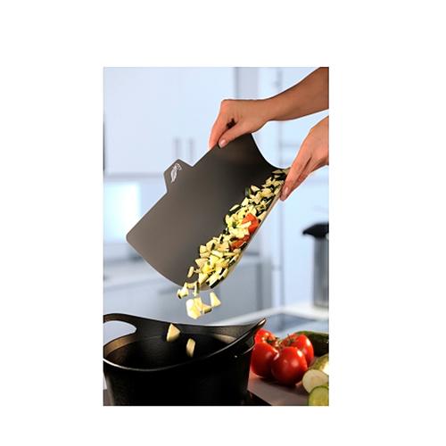 Набор разделочных поверхностей 4 шт, пластик 4 черный, бежевыйНабор разделочных поверхностей из 4 шт: чёрный для мяса, тёмно-серый для фруктов и овощей, светло-серый для курицы, белый для рыбы. Различить коврики можно не только по цвету, но и по символам, изображенным на них. Гибкость ковриков позволяет легко выкладывать пищу  в кастрюлю. Коврики не притупляют ножи.<br>