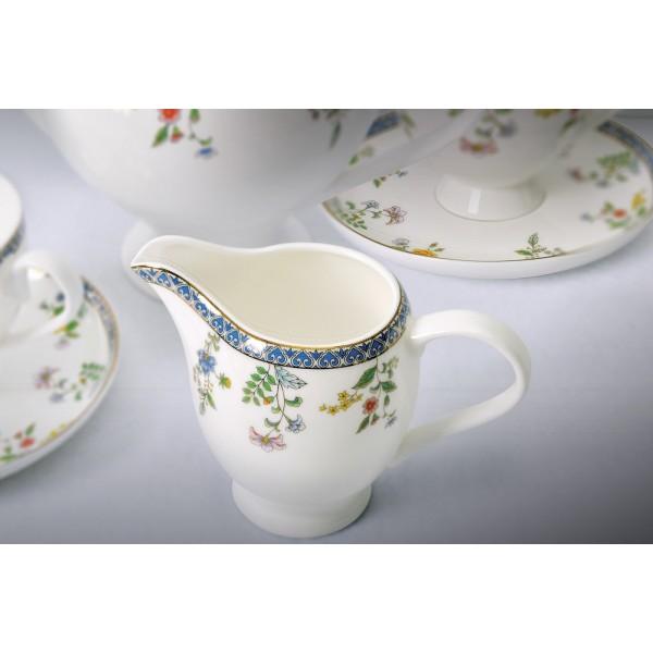 Сервиз чайный Бавария«Royal Aurel» - это фарфоровая посуда, которая станет изысканным украшением на вашем столе. Разнообразие декоров позволяет дополнить Ваш интерьер в желаемой стилистике. Все предметы сервиза изготовлены из высококачественного костяного фарфора, поражающего своей красотой и белизной. Материал настолько лёгкий по весу, что кажется воздушным. Стукнув по нему пальцем, вы услышите мелодичный звук. Несмотря на свою внешнюю хрупкость, изделия из костяного фарфора отличаются прочностью и долговечностью.<br>